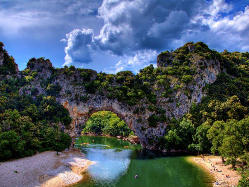Vue sur le vallon pont d'arc en colonie de vacances en Ardèche