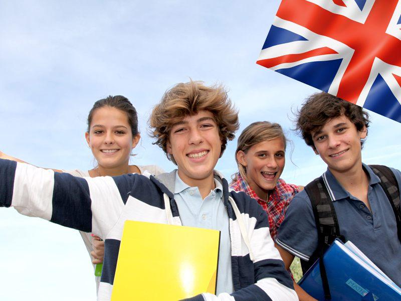 Adolescents en colonie de vacances pour apprendre l'anglais