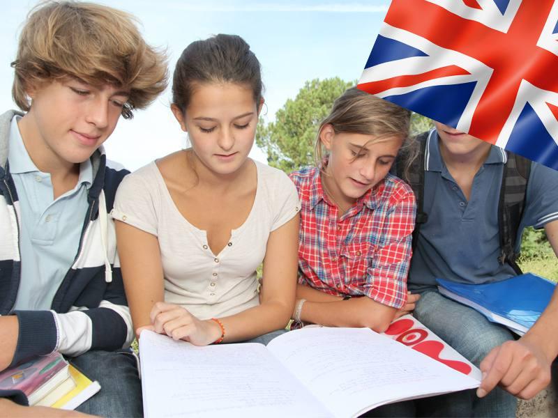 adolescents en colonie de vacances d'été pour apprendre l'anglais