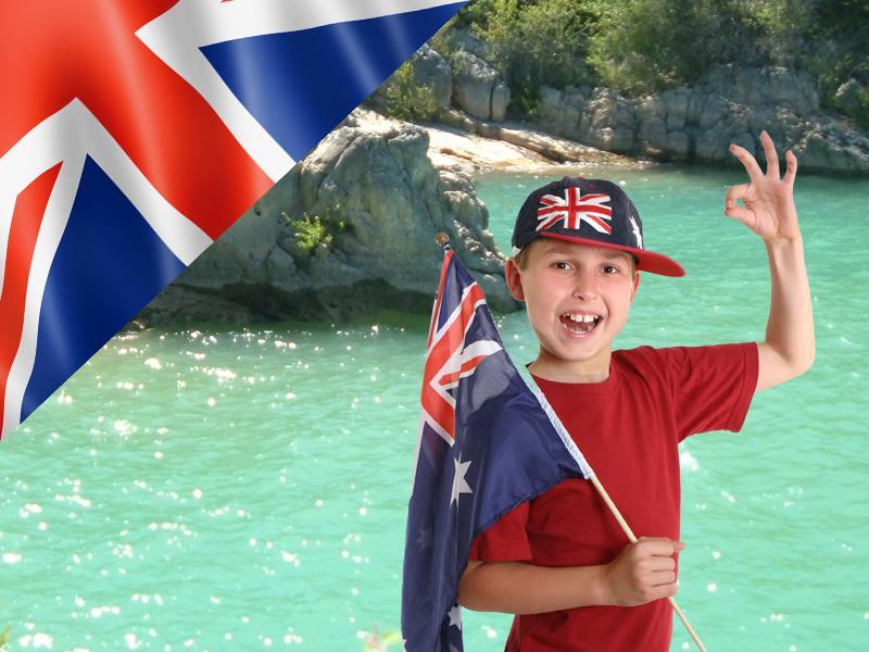 Jeune garçon qui adore apprendre l'anglais en colonie de vacances cet été