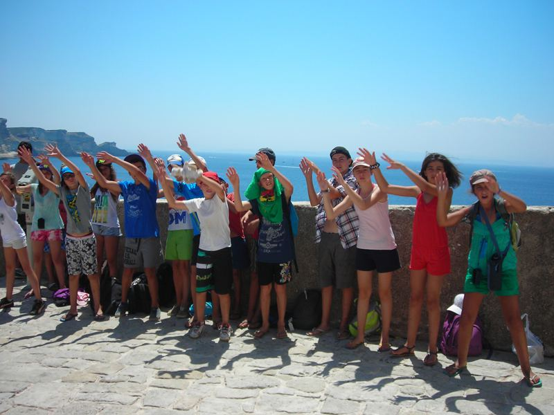 Enfants en colonie de vacances d'été en corse