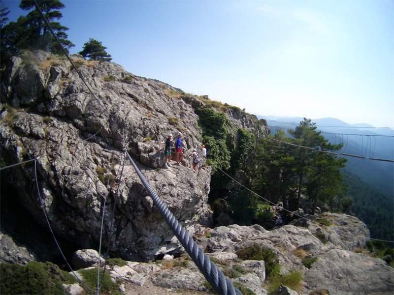 rochers de Corse en colonie de vacances en via ferrata