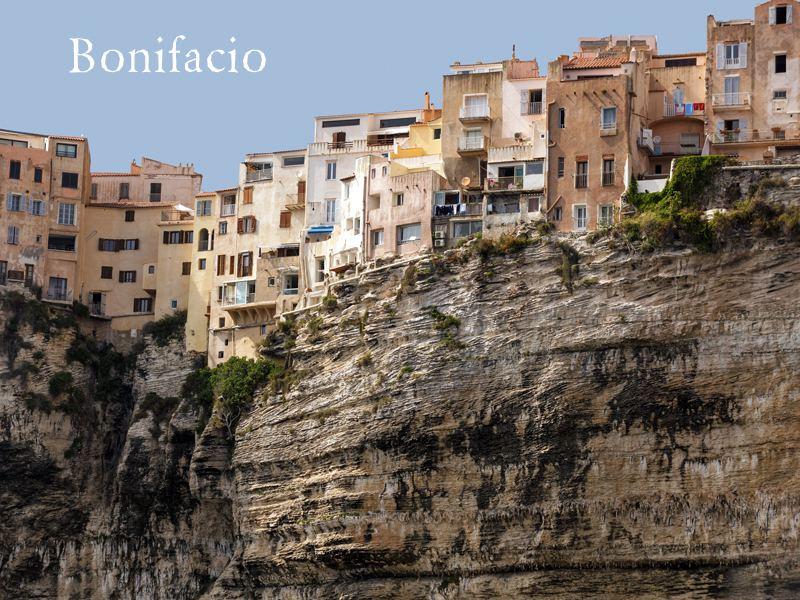 vue sur la ville de bonifacio en corse en colonie de vacances été pour ados