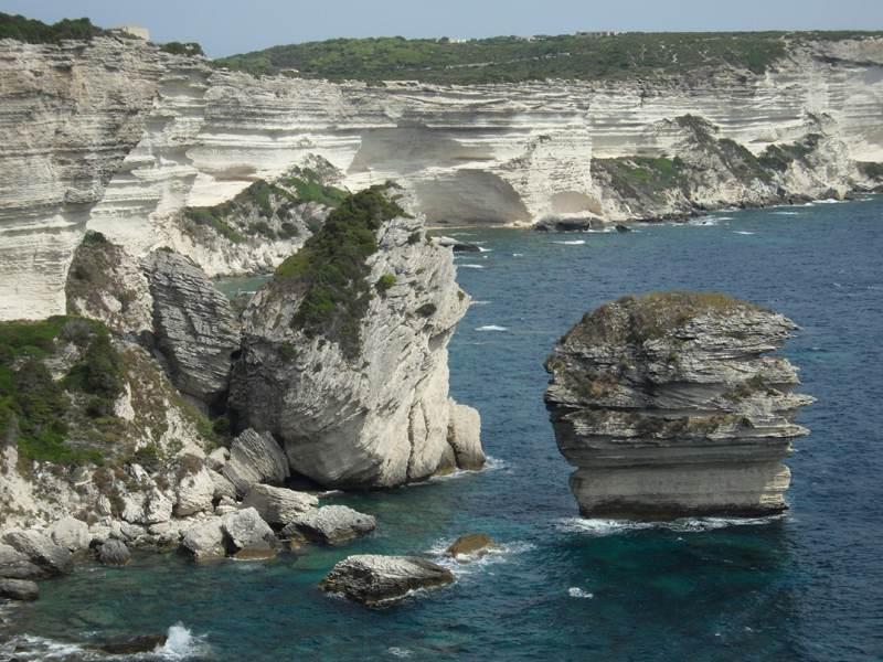 paysage de Bonifaccio en Corse cet été pour les colonies de vacances enfants et ados
