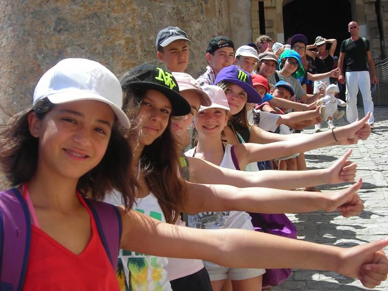 groupe d'ados en colo en Corse cet été