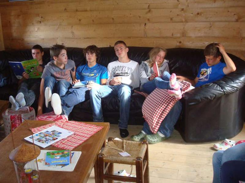 Groupe d'adolescents en colonie de vacances