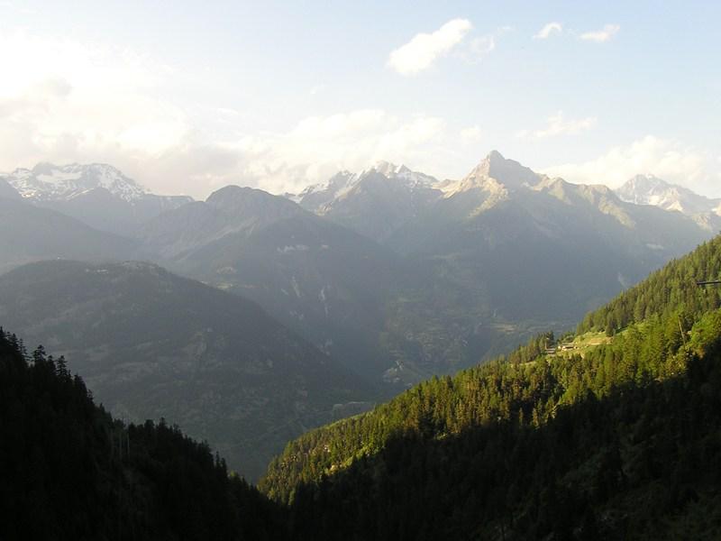 Vue sur les paysages des montagnes de colonie de vacances été courchevel