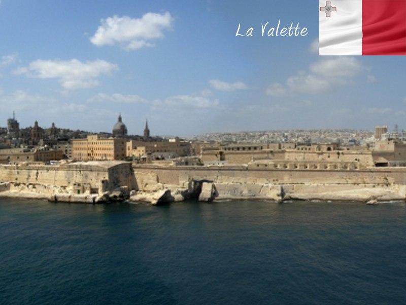 Vue sur les côtes de Malte en colonie de vacances linguistique cet été