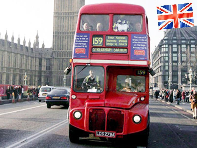 Le devant d'un bus Londonien vers le Big Ben