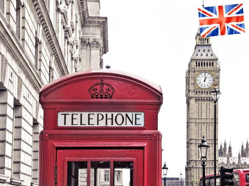 Une cabine téléphonique rouge devant le Big Ben à Londres en Angleterre