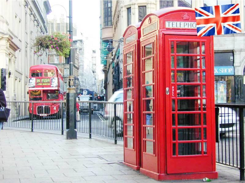 Les cabines téléphoniques rouges dans les rues de Londres en Angleterre