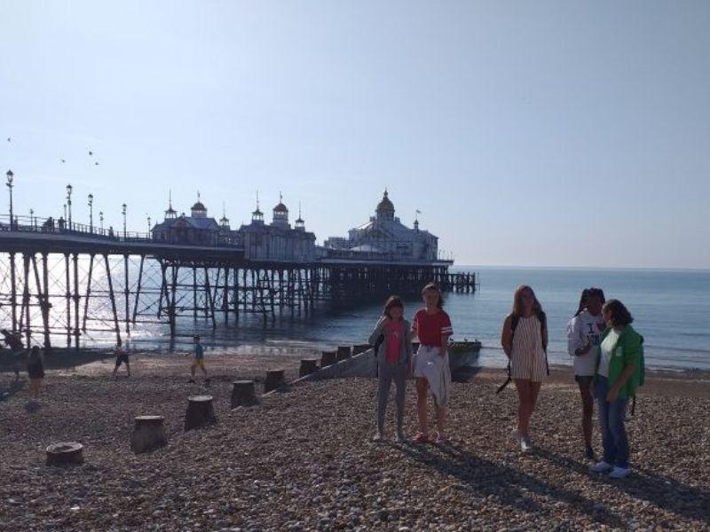 Ados à Brighton pendant leur séjour linguistique à la capital