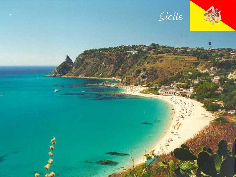 Vue sur les plages de la Sicile en colonie de vacances cet été