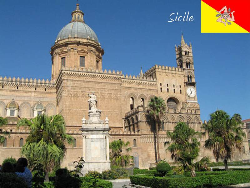 Adolescents visitant la Sicile en colonie de vacances itinérante cet été
