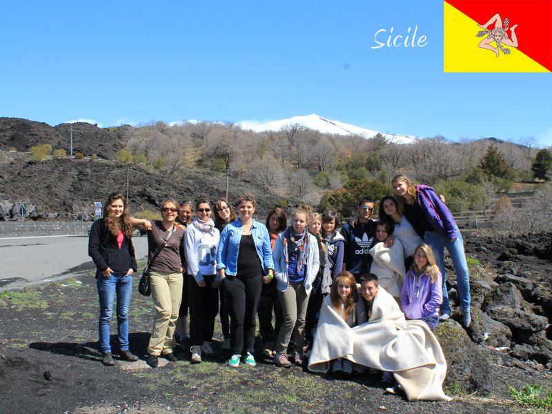 groupe d'ados en colonie de vacances en Sicile cet été