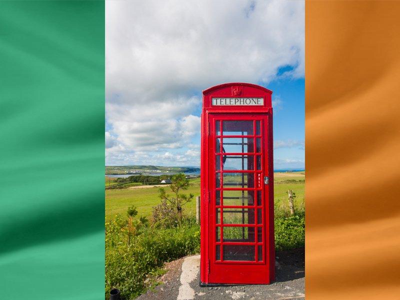 Cabine téléphonique en Irlande en colonie de vacances pour ados cet été