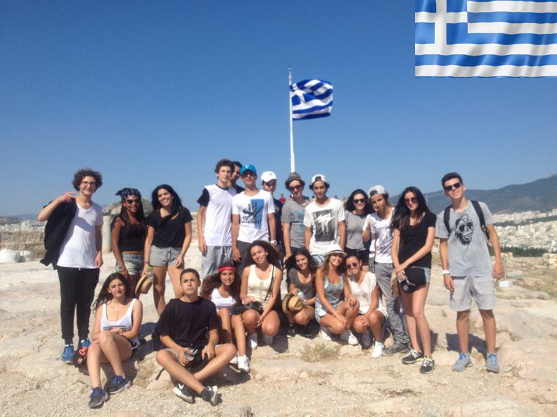 Groupe d'ados en grèce cet été en colonie de vacances