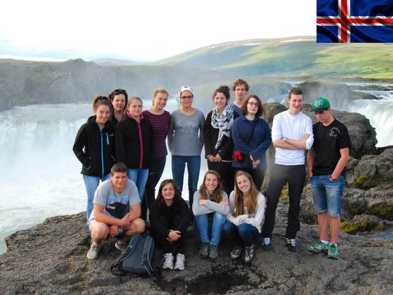 groupe d'adolescents en colonie de vacances en Islande cet été