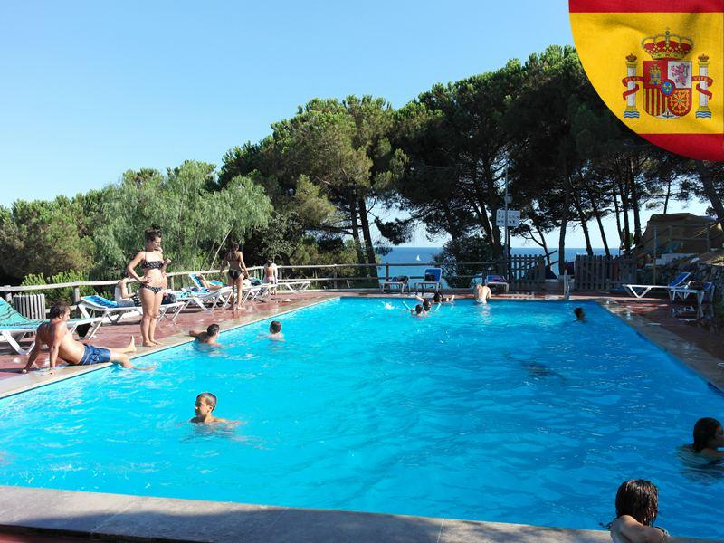 Piscine de colonie de vacances cet été en Espagne pour ados