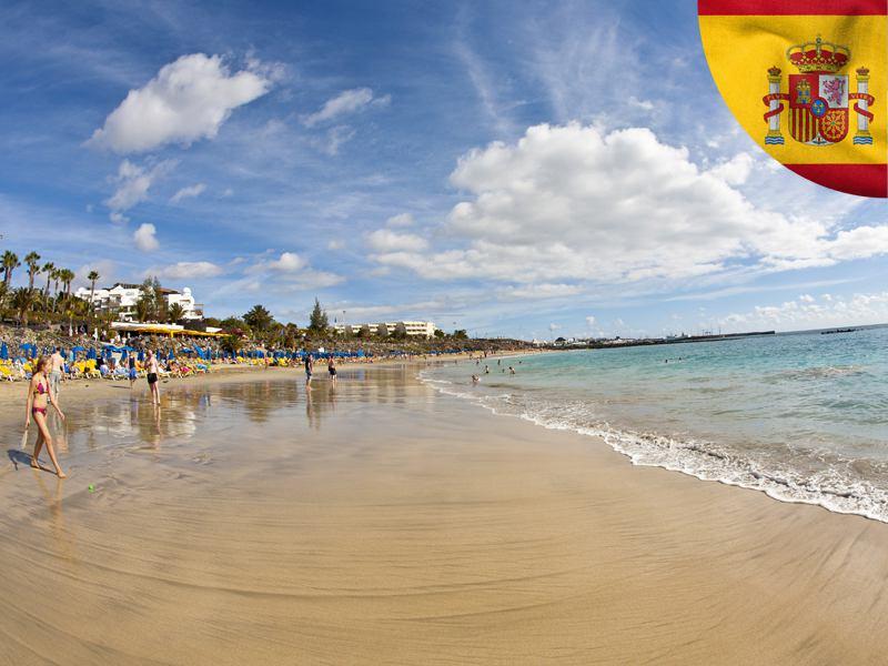 Vue sur le plage de colonie de vacances cet été en Espagne