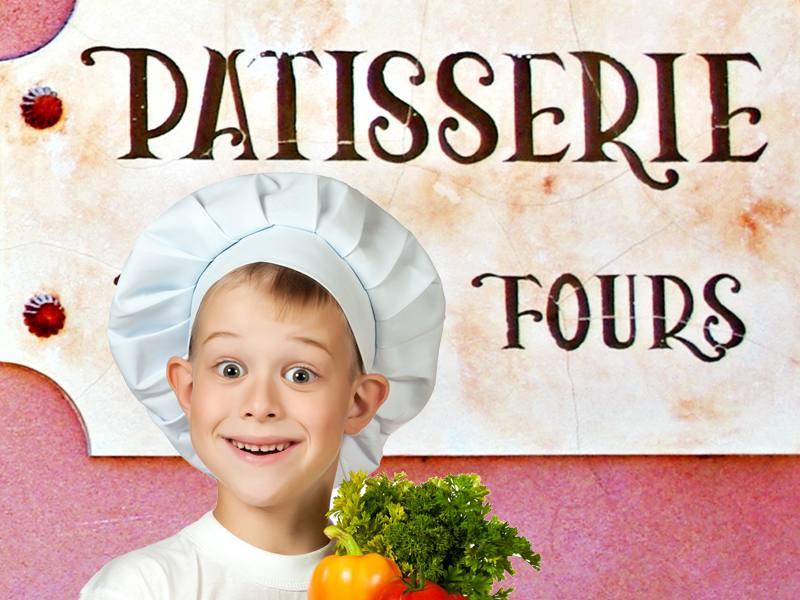 Enfant avec une toque et un tablier de cuisinier apprenant à faire la patisserie en colonie de vacances cuisine