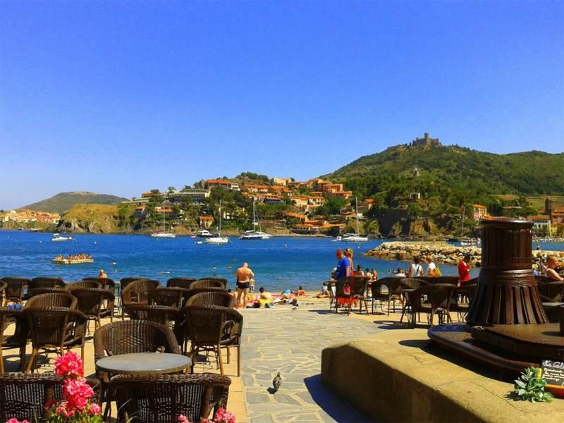 Vue sur la mer en colonie de vacances d'été