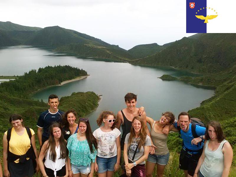 groupe d'adolescents en colonie de vacances aux açores cet été pour ados