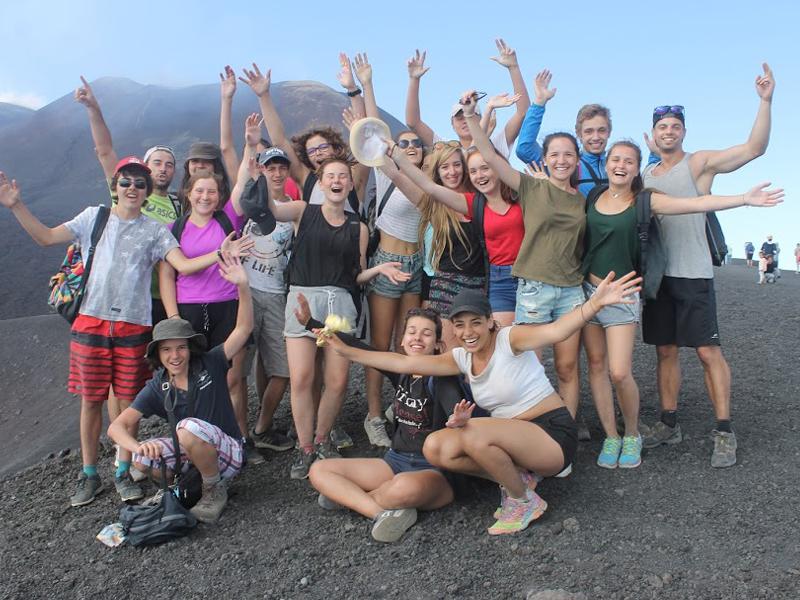Groupe d'adolescents en colonie de vacances cet été