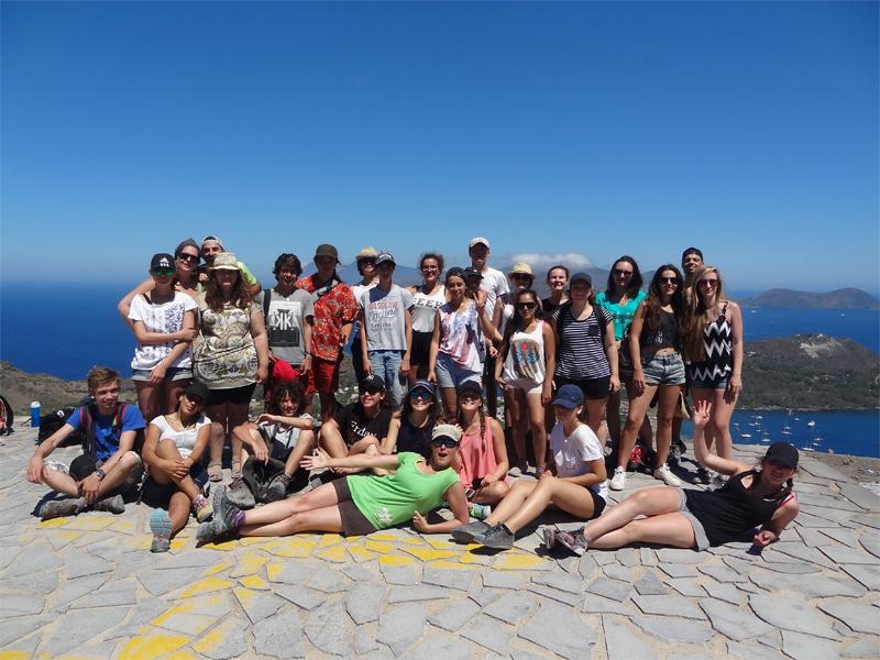 groupe d'adolescents en colonie de vacances itinérante en Sicile Sardaigne et à Malte