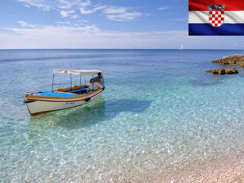 Bateau en bord de mer en Croatie