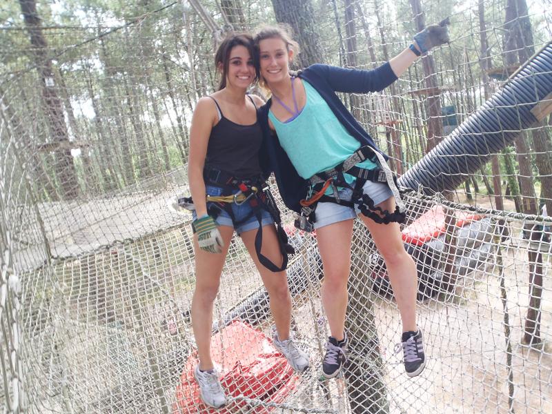 deux jeunes filles en colo cet été dans le sud de la france