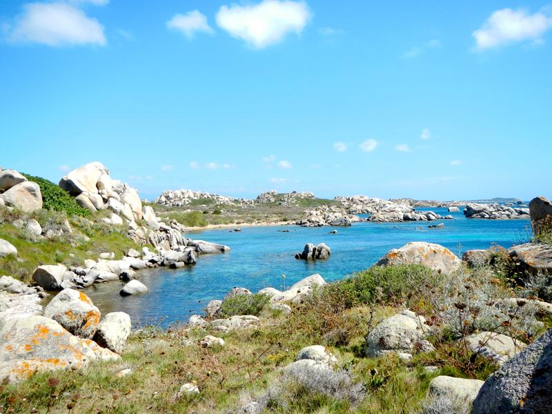 Paysage de colonie de vacances en Corse cet été pour ados