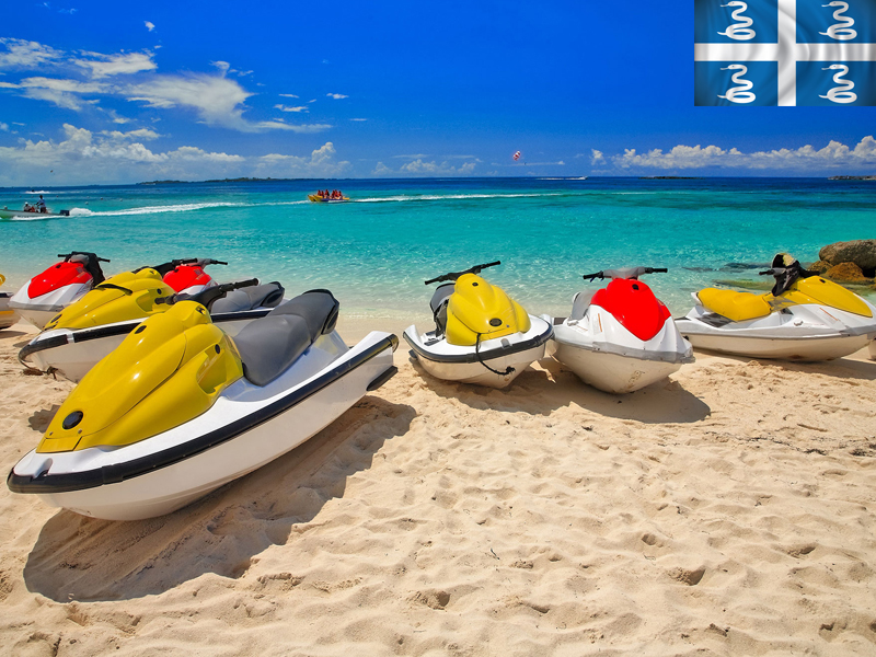 plage avec jet ski en colonie de vacances en martinique cet été