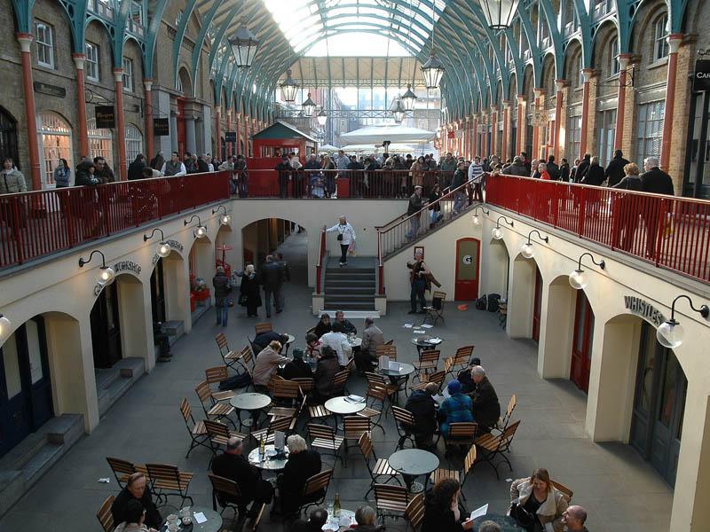 L'intérieur du Covent Garden Market de Londres en Angleterre