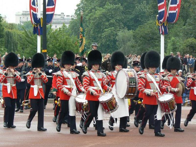 Relève de la Garde de Buckingham Palace à Londres en Angleterre