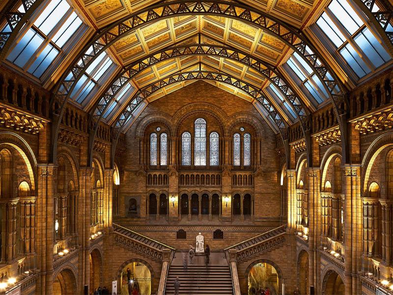 Le grand hall du musée d'histoire naturelle de Londres en Angleterre