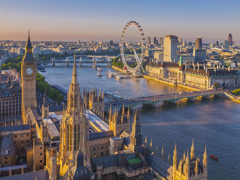 Vue d'hélicoptère sur la ville de Londres en Angleterre