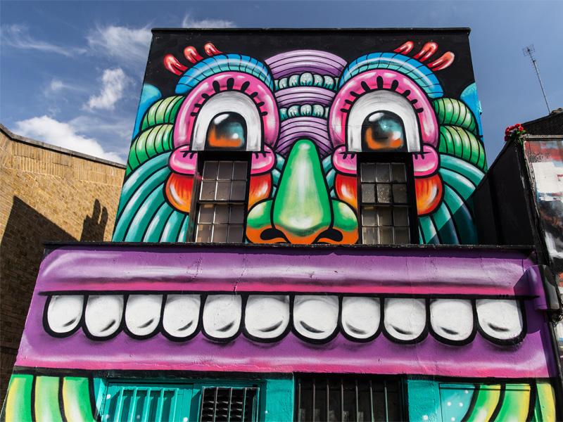 Maison avec du street art à Londres en Angleterre