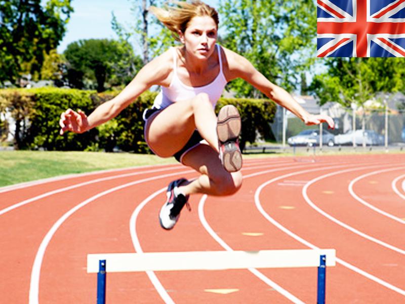 adolescente pratiquant l'athlétisme en stage sportif cet été