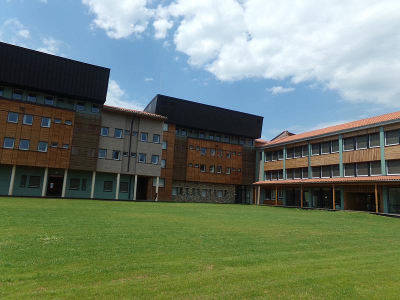 centre d'accueil gymnase en Auvergne stage sport et anglais