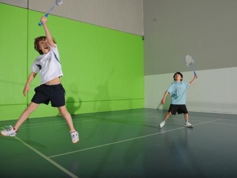 Stage sportif badminton été pour enfants et ados