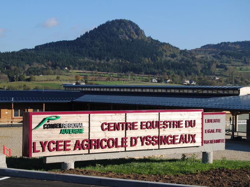 vue sur le centre equestre d'yssingeaux de stages sportifs