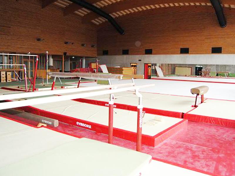 vue sur les équipements de gymnastique pour la colonie de vacances gym