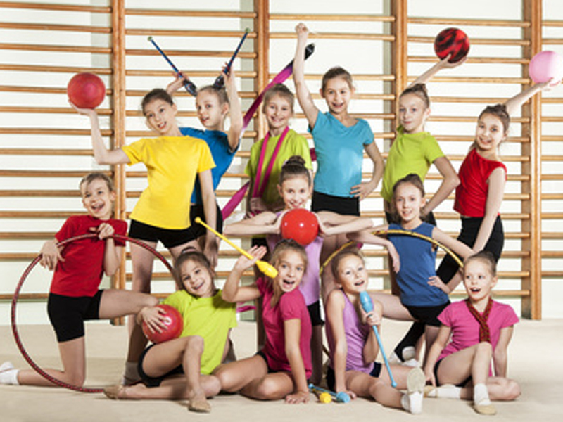 enfants en stage sportif de gymnastique