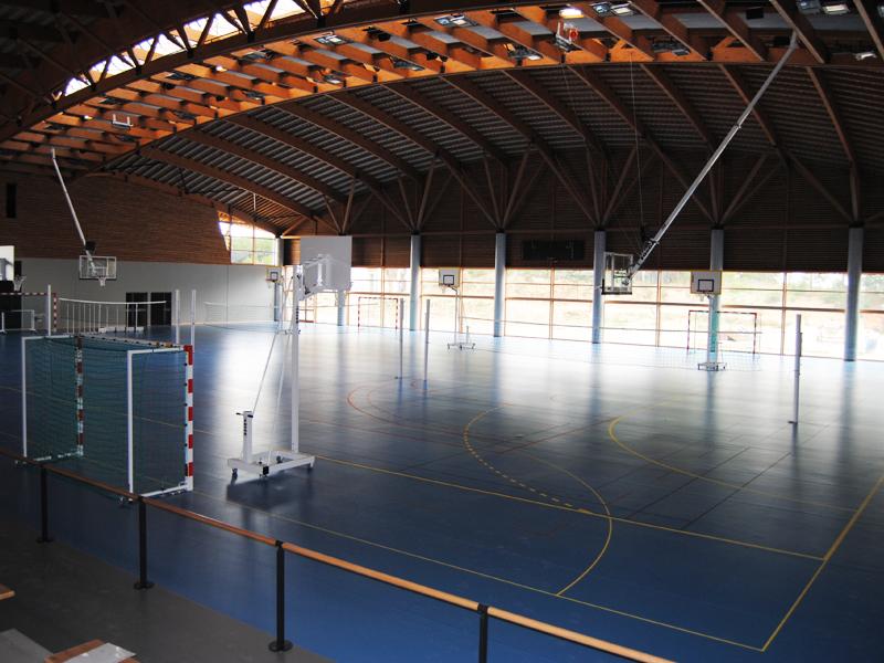 vue sur le gymnase de stages sportifs pour enfants à Yssingeaux