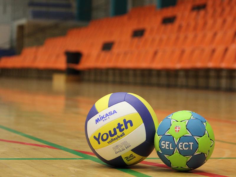 ballon de handball en stage sportif cet été pour enfants et ados