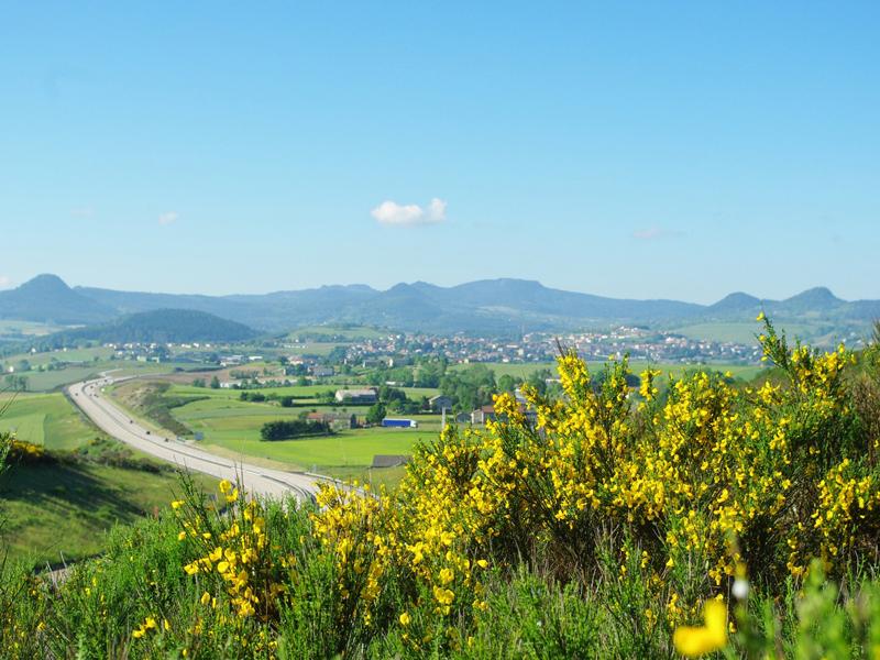 Vue sur les paysages d'yssingeaux en colonie de vacances sportives