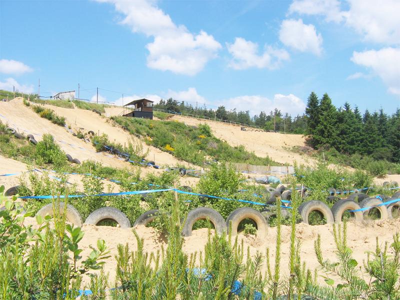 terrain de stage sportif de moto et de quad pour enfants et adolescents en colo