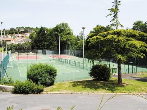 Stages sportifs tennis pour enfants et ados en Auvergne