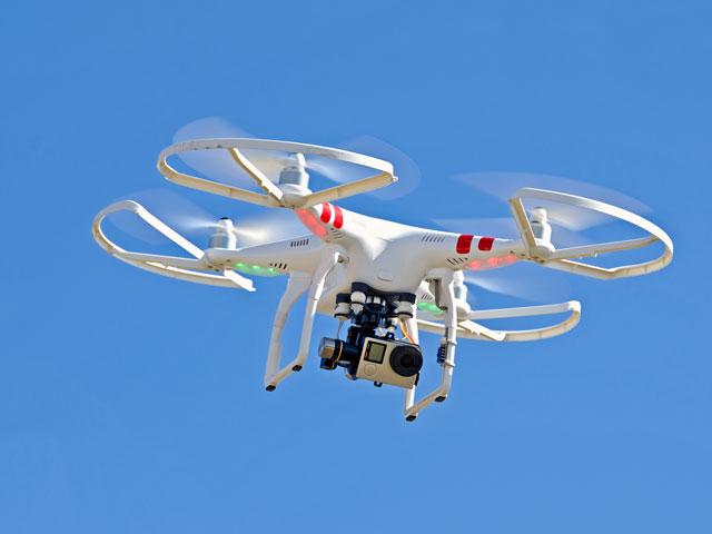vue sur un drone dans les airs en colonie de vacances cet été
